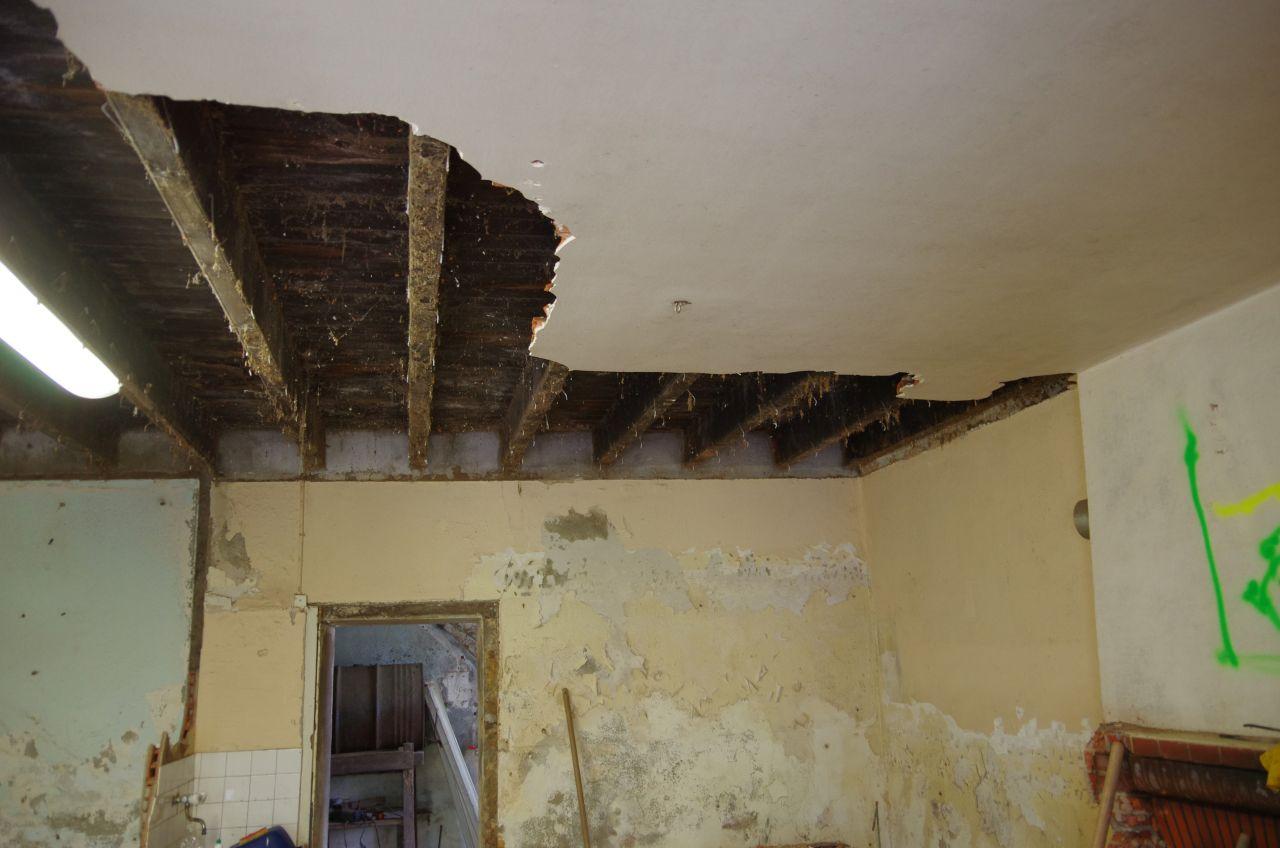 Démolition du sous-plafond en brique du RDC