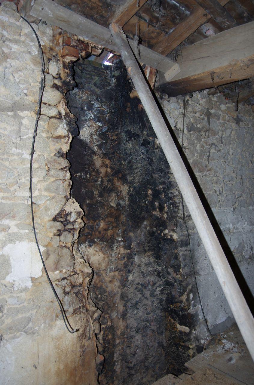 Destruction de la cheminée et renfort de charpente provisoire