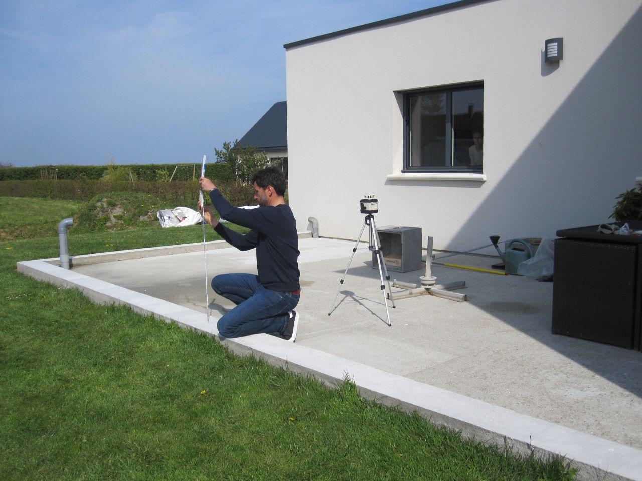prise de cote au laser par le commercial, avant le lancement de la production.
