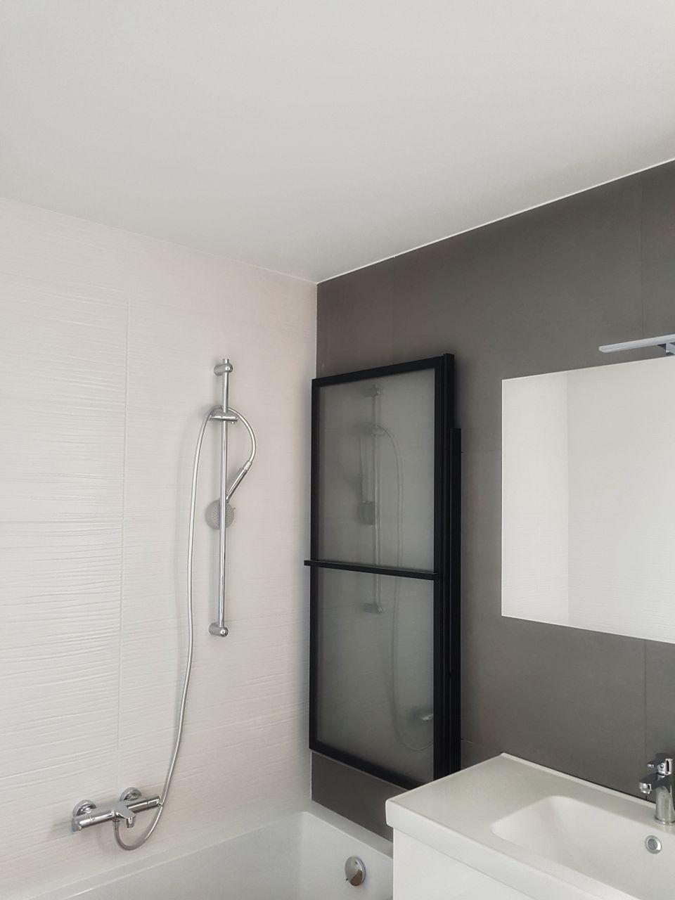 Salle de bain peinte