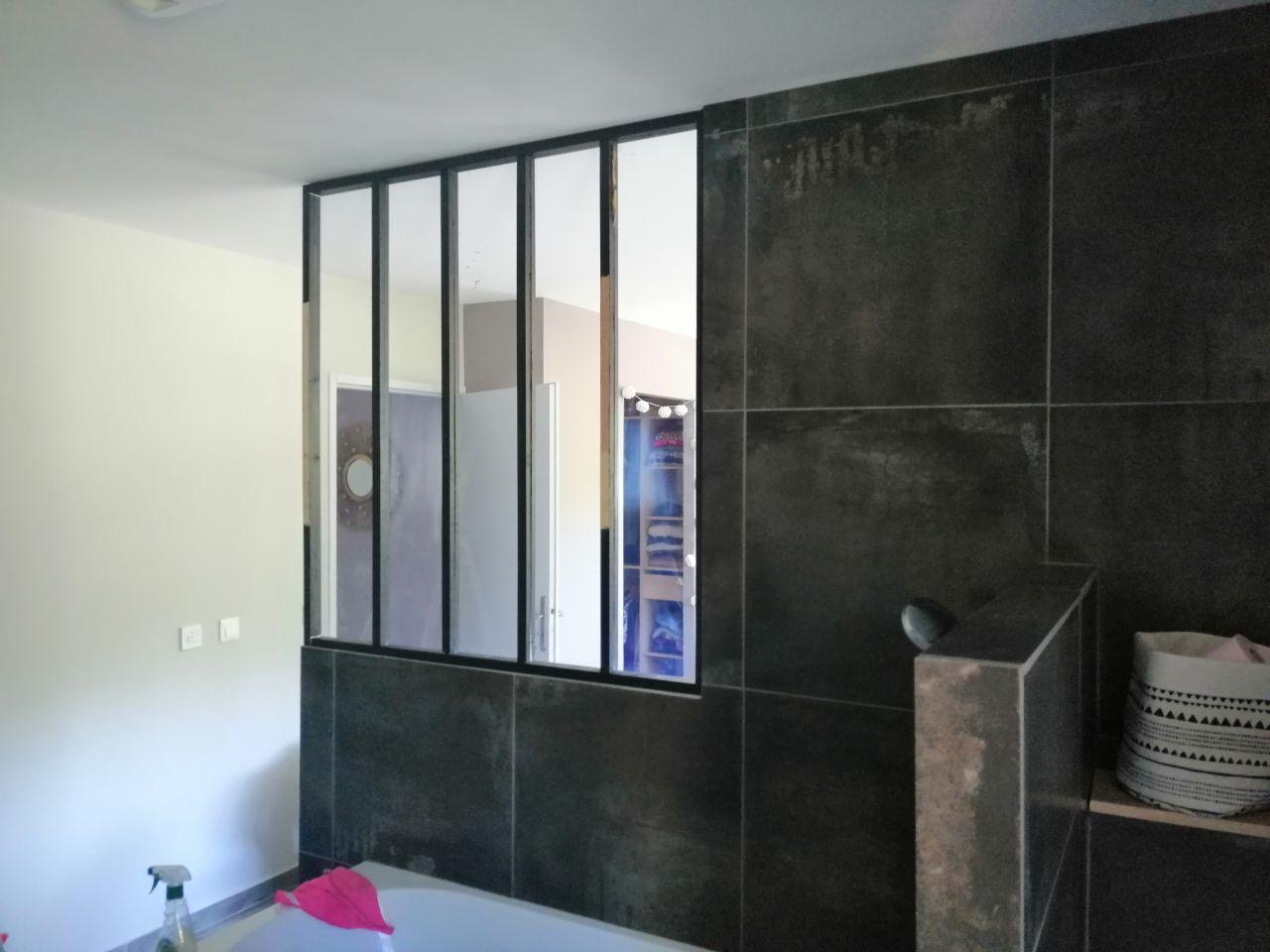 Verrière fabriquer et installer par nos soins, séparant la chambre à la douche