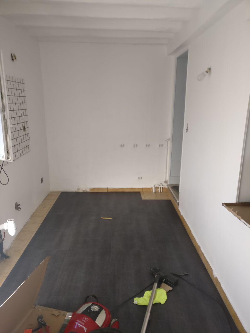 remplacement du sol de l'entrée => PVC imitation ardoise