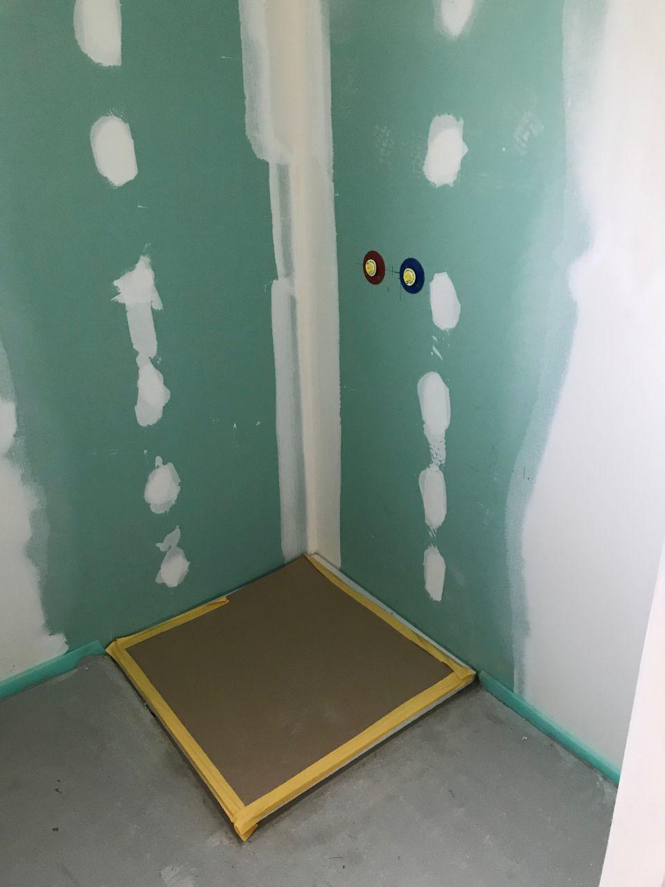 Receveur de douche de la salle de bain du Rez de chaussée