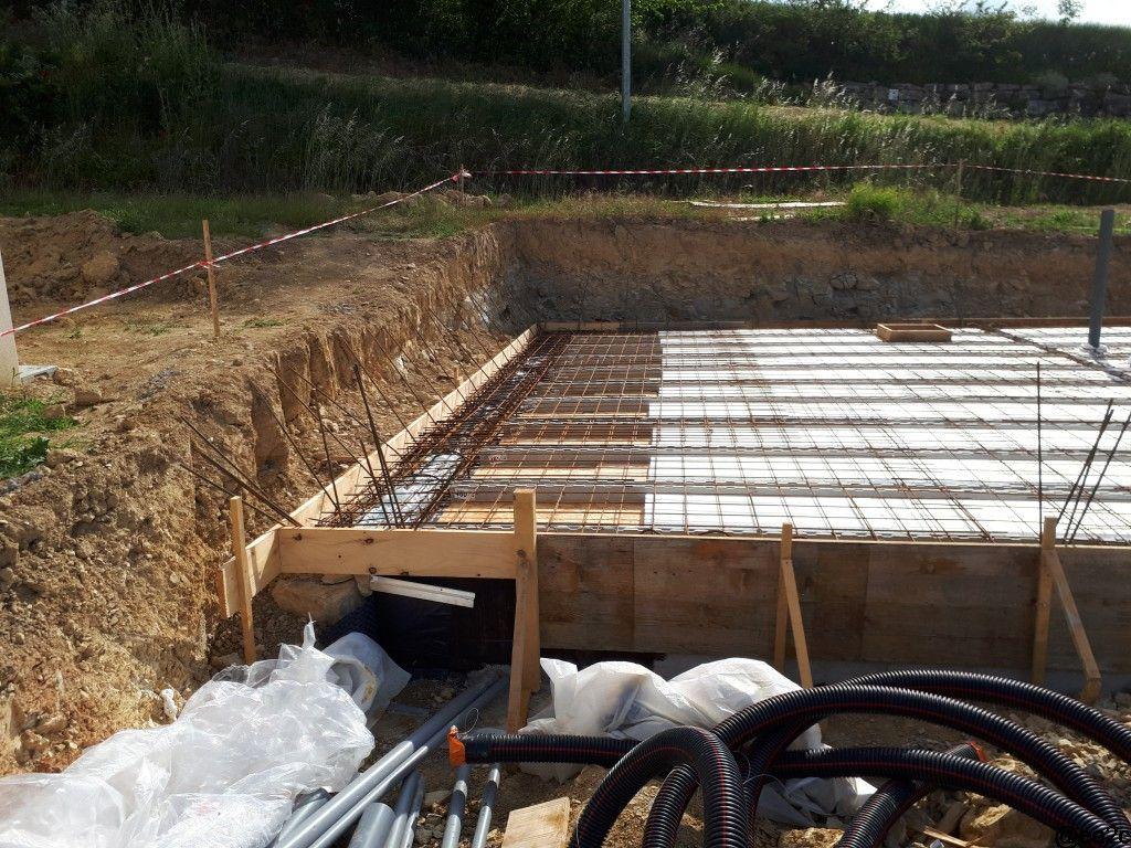 Détail dalle sur fondation décalée pour cause de construction en limite de propriété