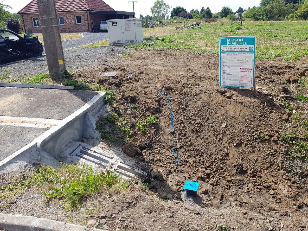 L'arrivée de l'eau sur notre terrain. Une condition primordiale pour démarrer le chantier