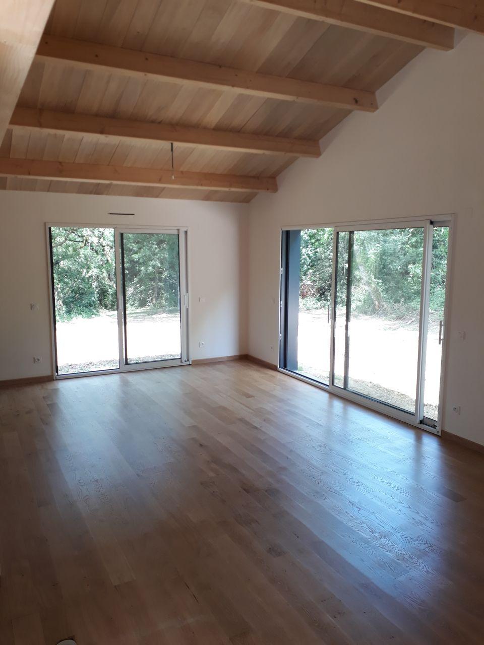 Le parquet chêne vitrifié dans le salon/salle à manger
