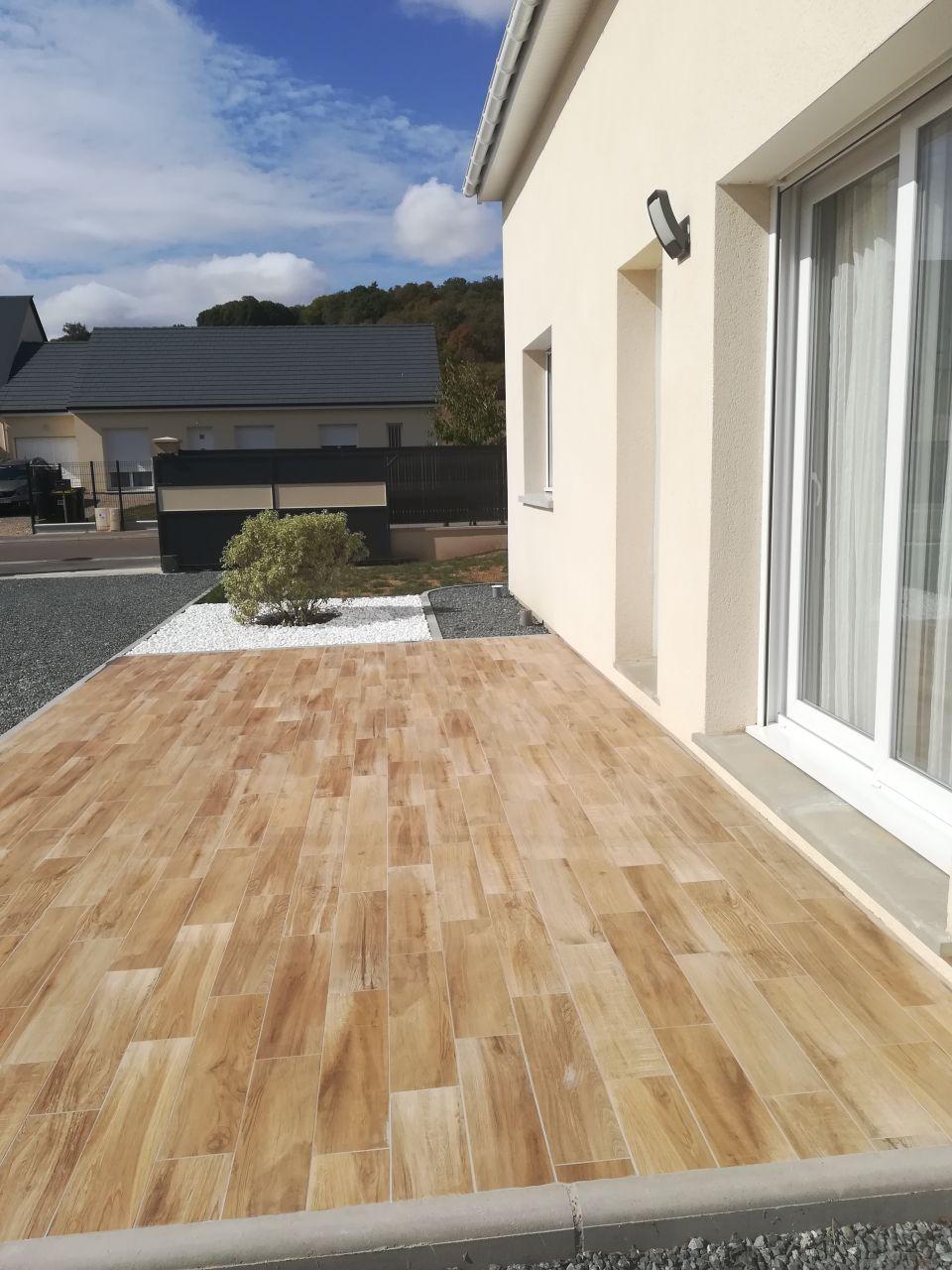 Terrasse avec carrelage effet bois