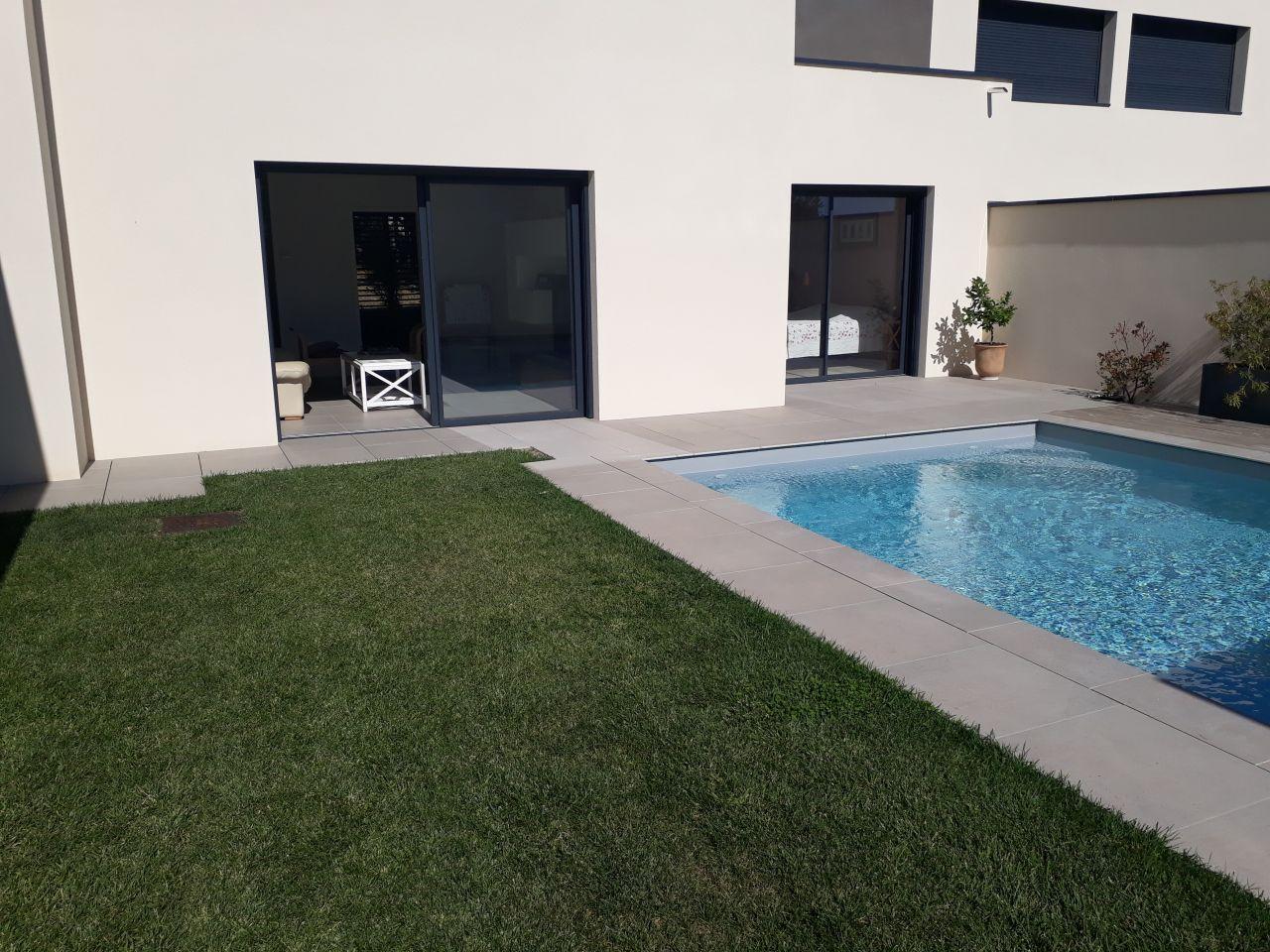 Terrasse partie droite, carrelage intérieur/exterieur dans le même prolongement
