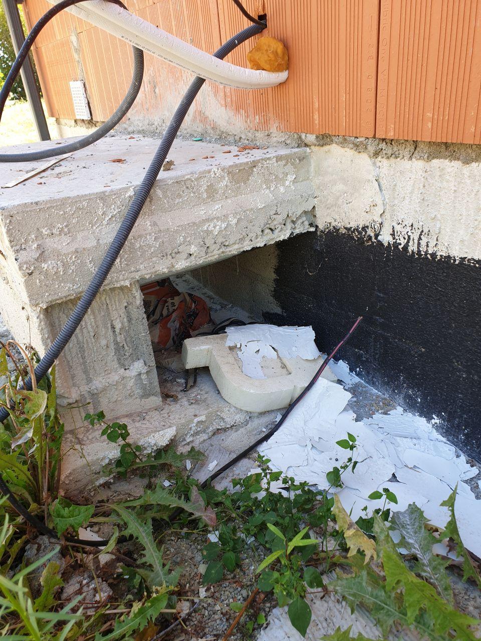 Manque d'imperméabilisant sous la dalle