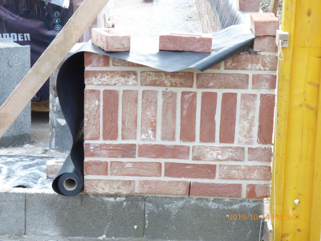 Début maconnerie briques modelé CAYENNE joint blanc