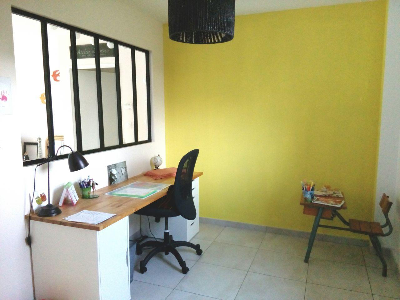 Mur jaune bureau