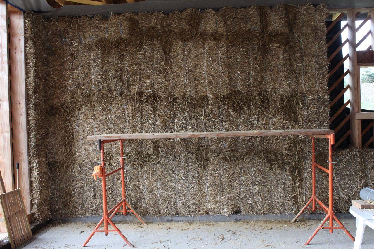 Mur isolé en botte de paille