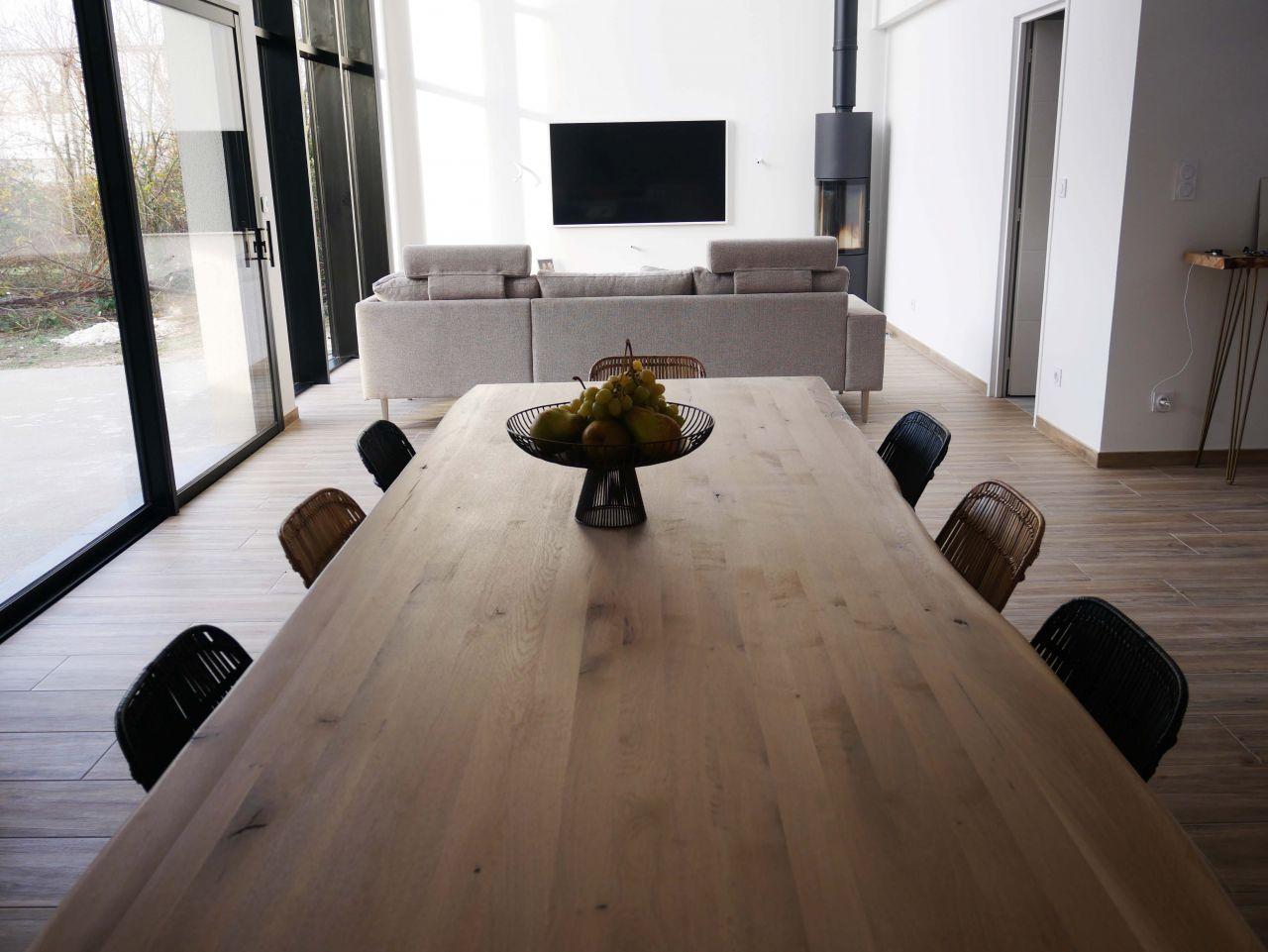 Vue salle à manger et salon