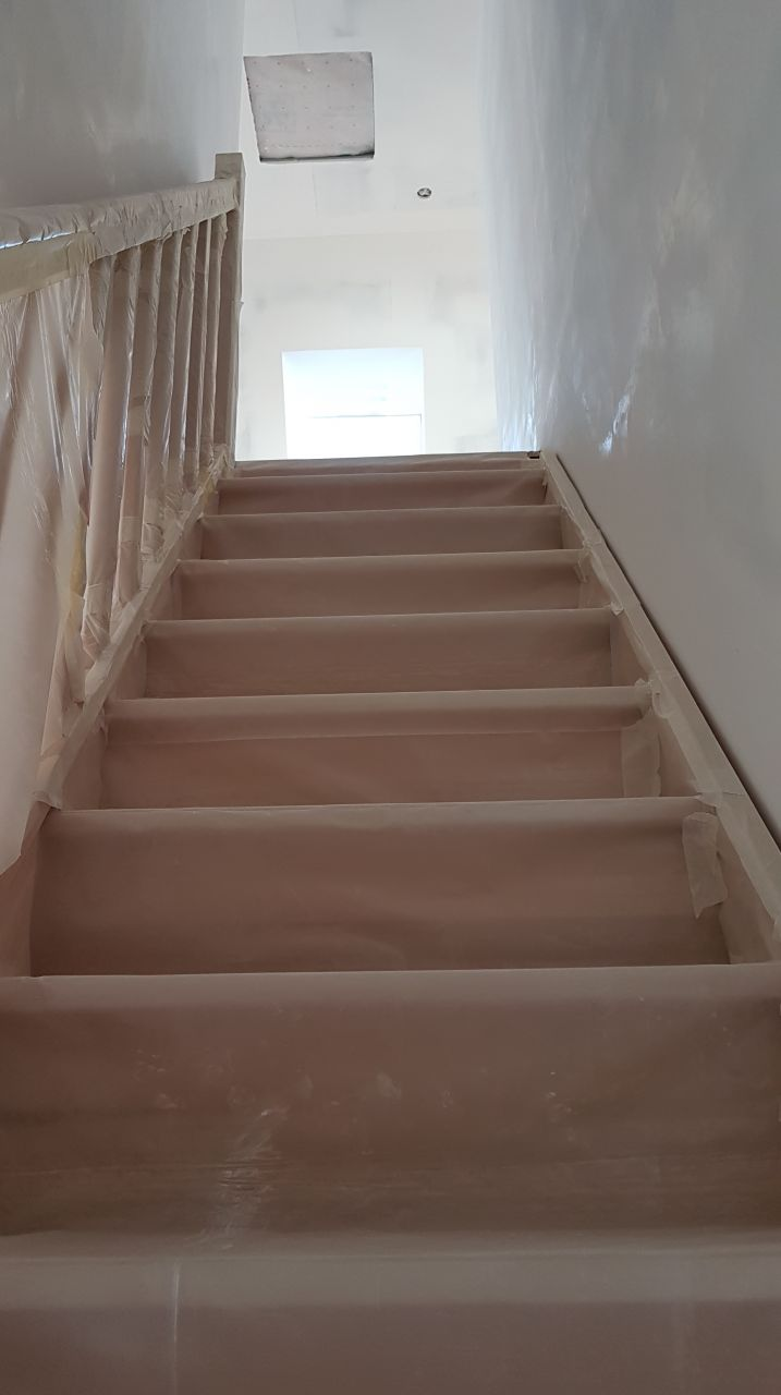 Vue escalier sur palier etage