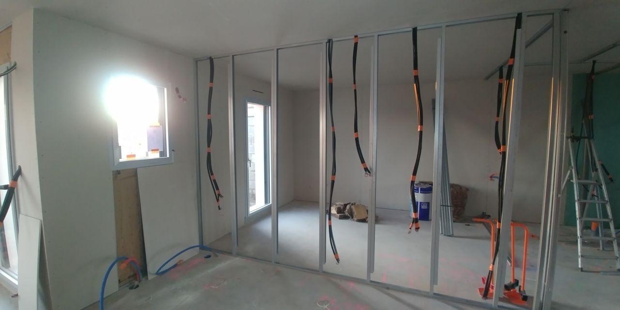 placo plafond et murs exterieur en cours