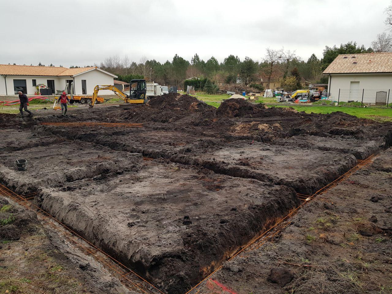 Fonds de fouilles faites et dépose de l'armature.