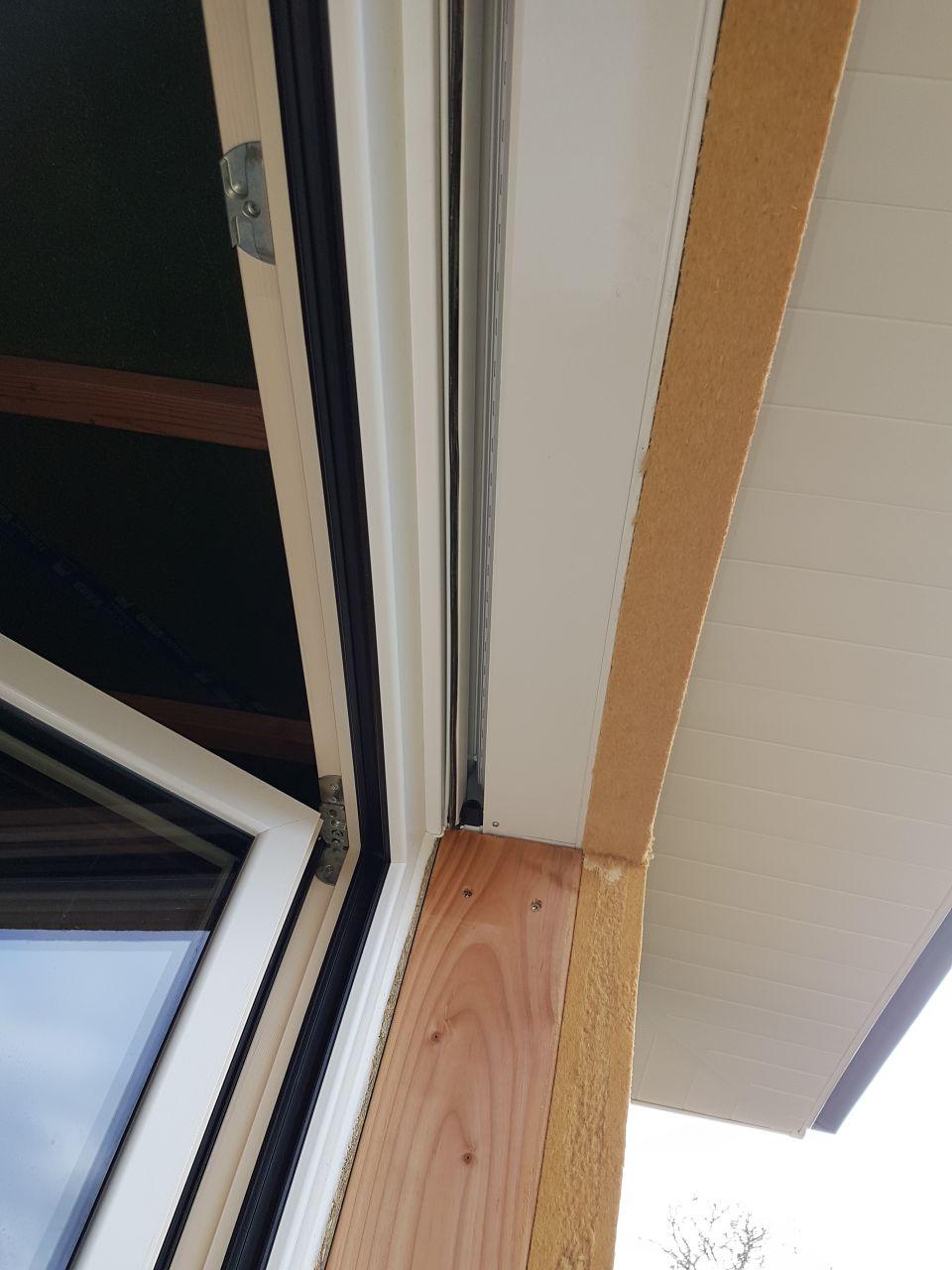 jonction fenêtre / coffre avec l'équerre alu !