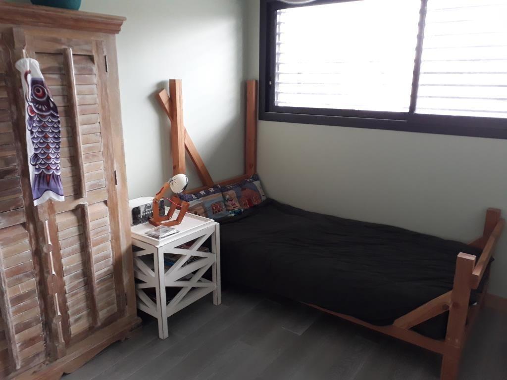 chambre enfant... lit et coussins...