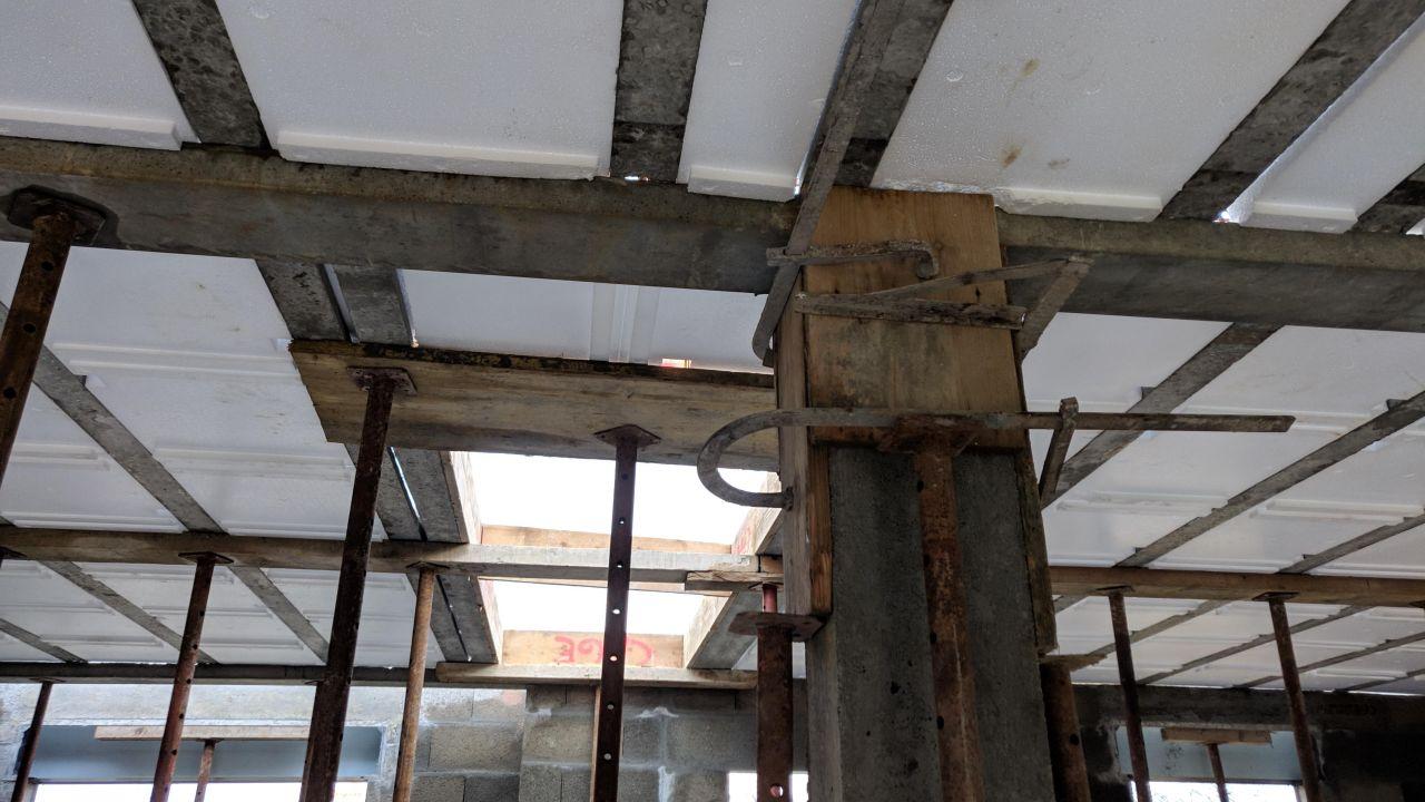 Pilier de soutien et future cage d'escalier