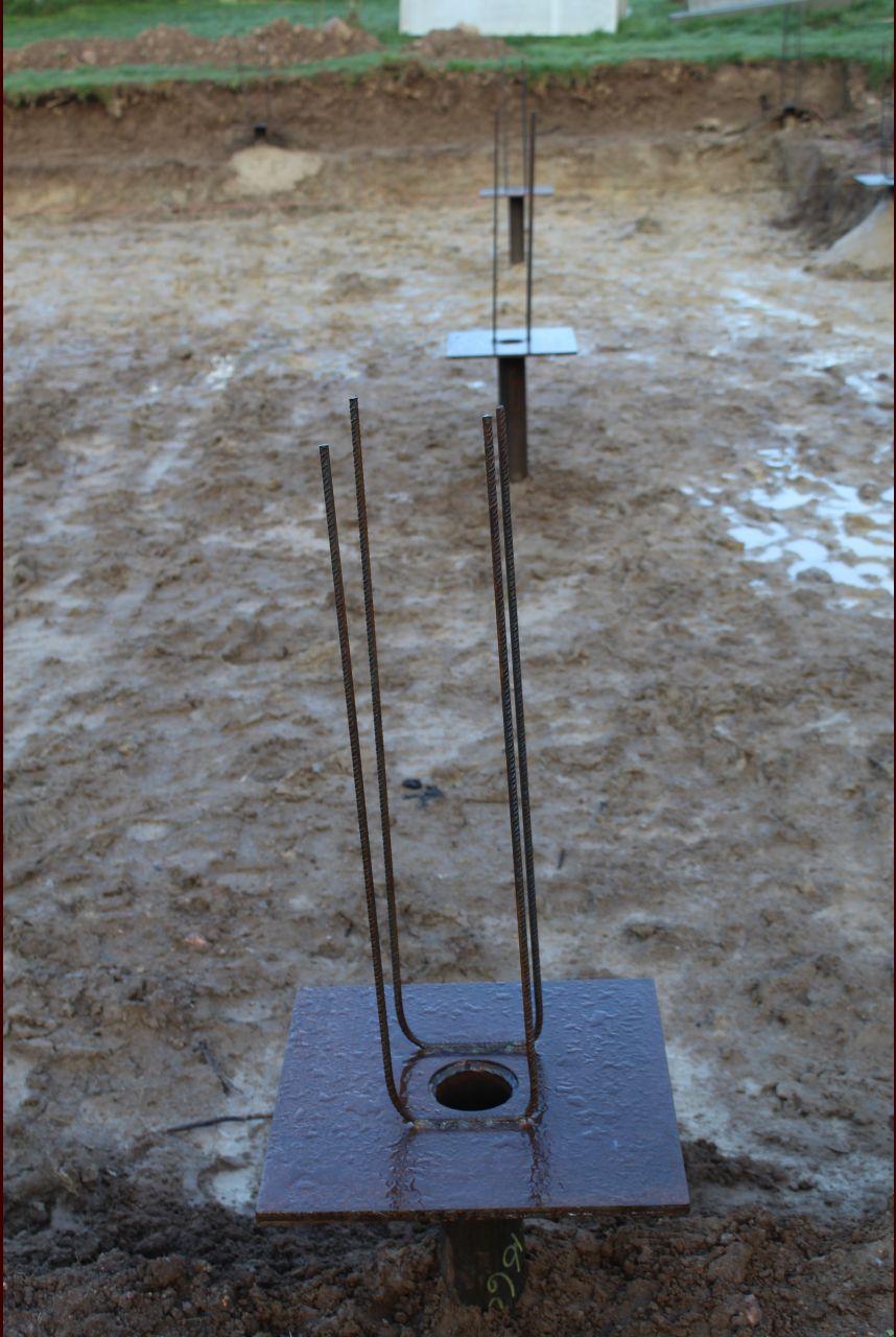 Techno pieux avec fer à béton en attente soudé