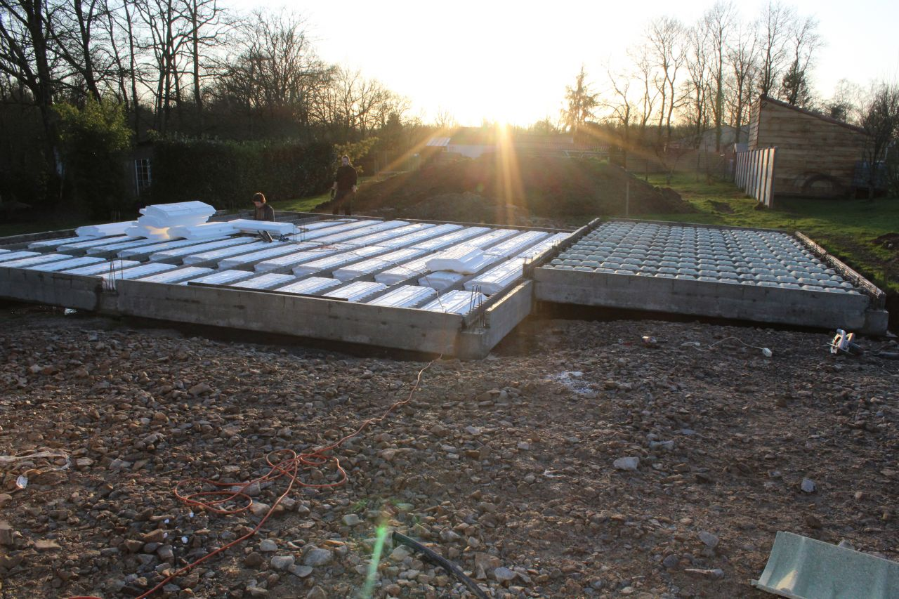 Pose du plancher, entrevous bois pour garage, polystyrène pour maison