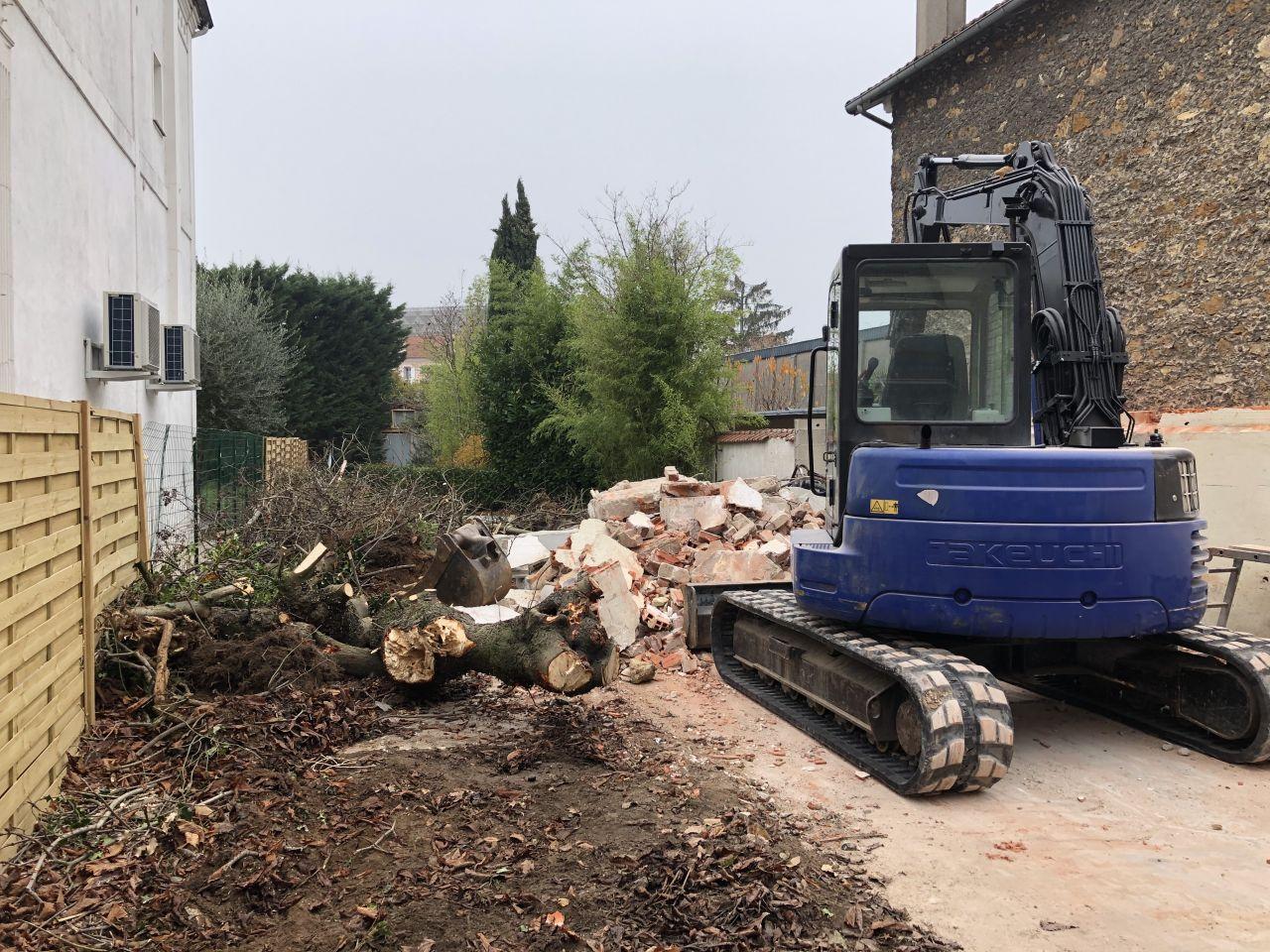 Troisième jour de démolition : Le garage n'existe plus