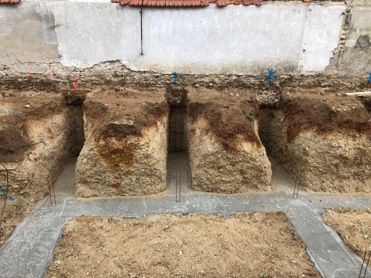 Réalisation des fondations en semelles filantes (vue banquette)
