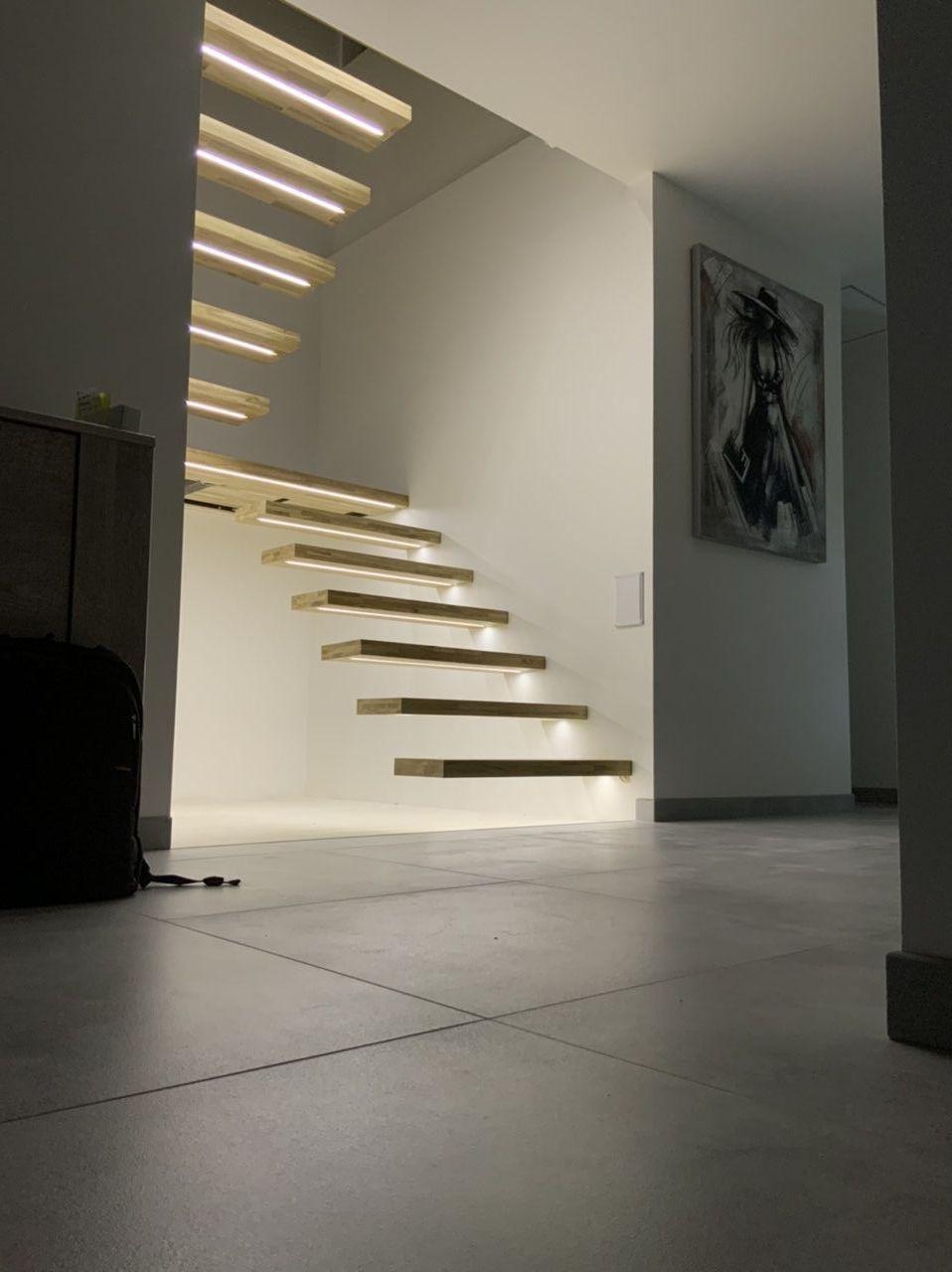 Escalier terminé ! De nuit