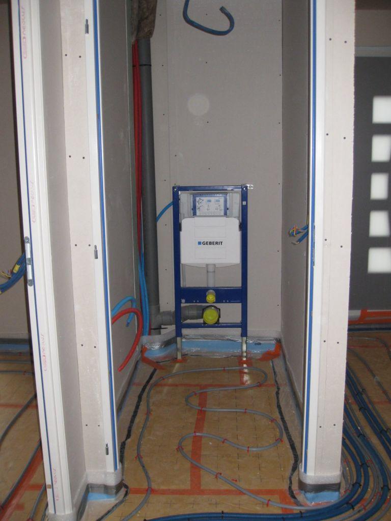 Pose du plancher chauffant termin e coulage des chapes des planchers chauff - Comment poser un plancher chauffant a eau ...