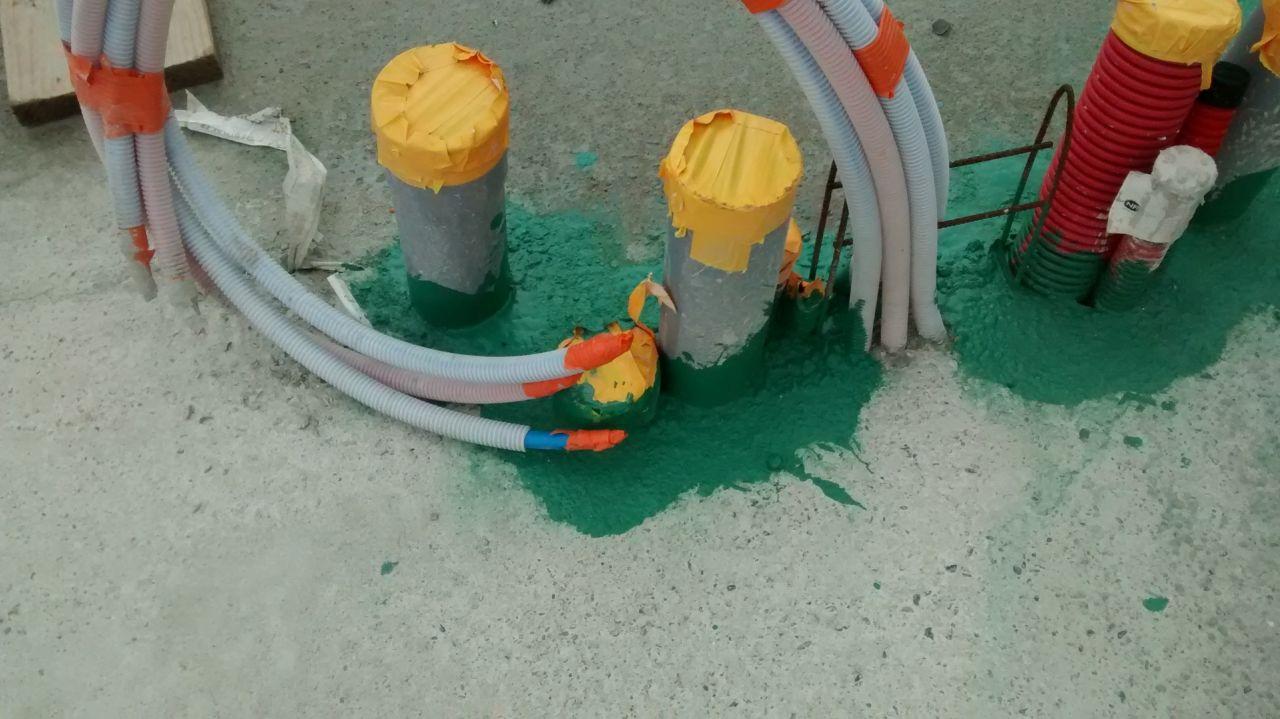 Traitement anti-termites réalisé autour des évacuation mais pas des tuyaux d'alimentation d'eau.