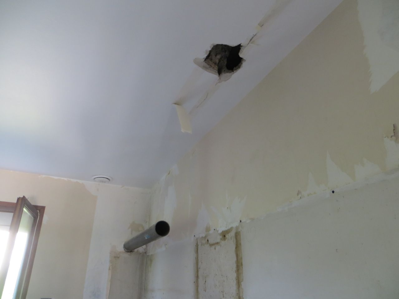 Position du trou pour la gaine VMC par rapport au mur de la cuisine
