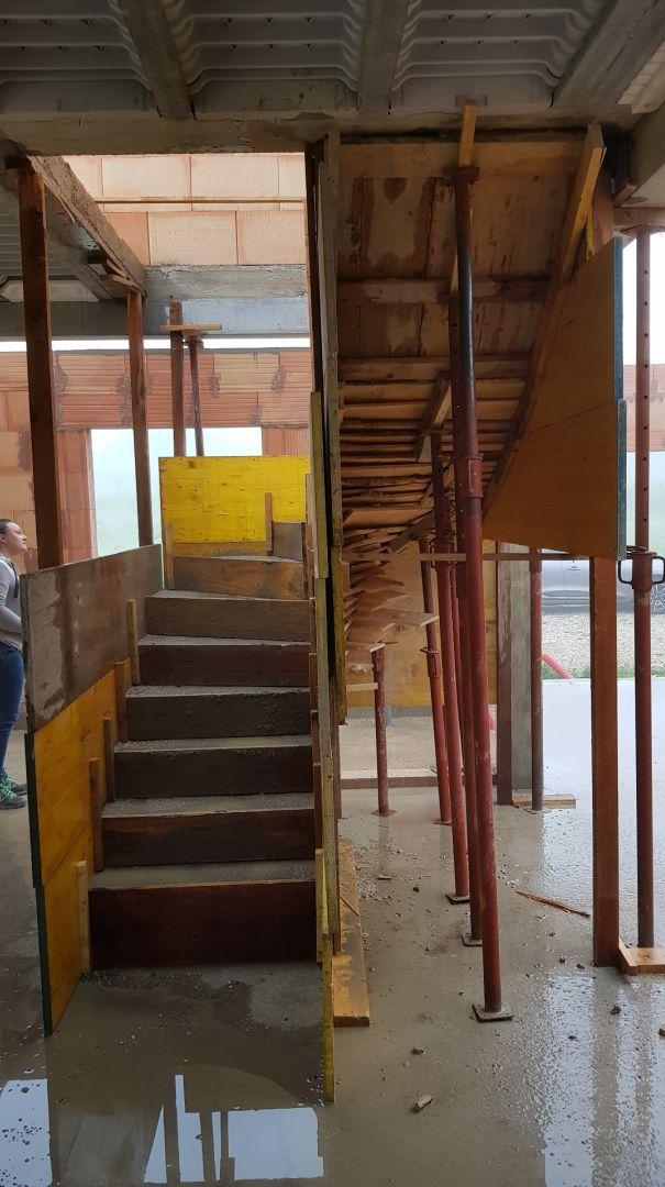 J83 - Escalier coffré