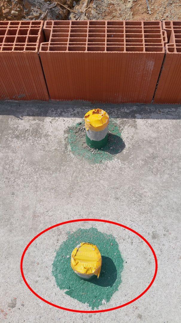 Magie ! Le tuyau d'alimentation d'eau a disparu sous la dalle.