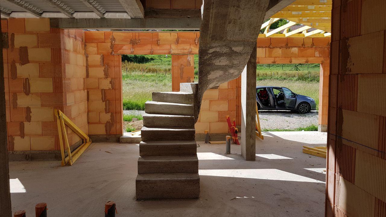 J98 - Escalier décoffré