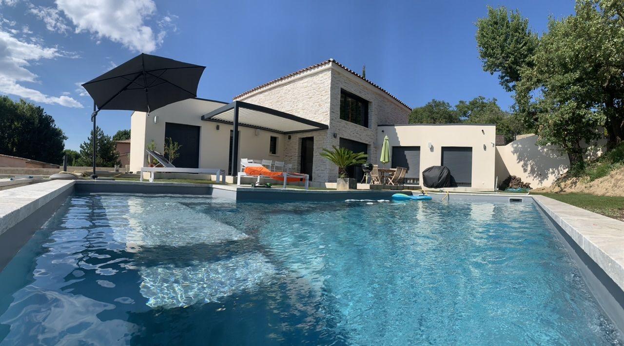 Vue depuis banc dans piscine