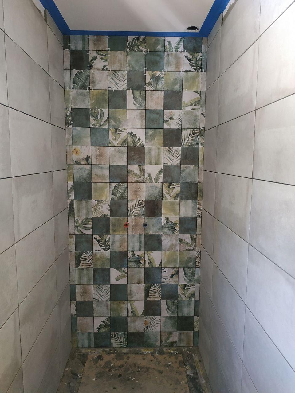 Fond de douche à l' Italienne tropical.
