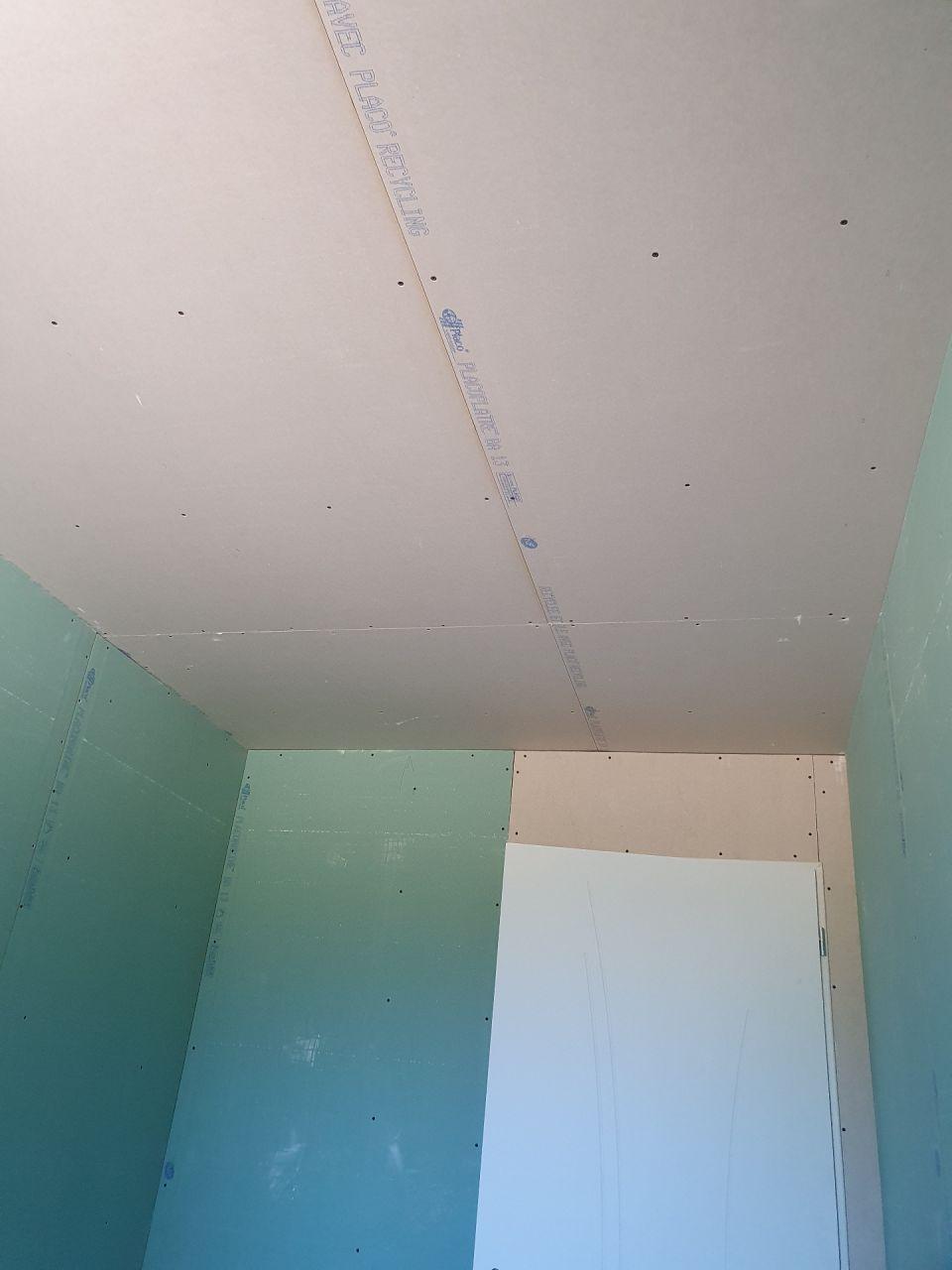 absence de placo hygrofuge dans la salle de bain!