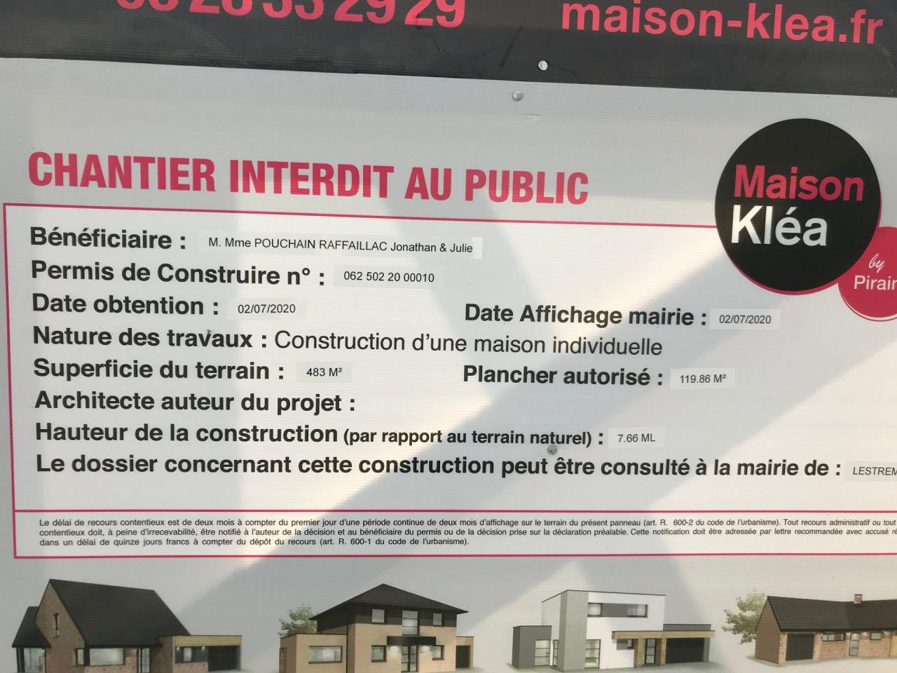 Affichage du permis de construire sur le terrain
