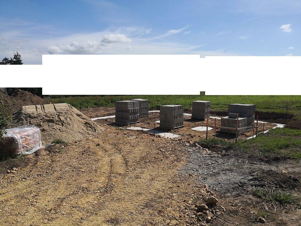 Les matériaux pour les fondations sont arrivés.
