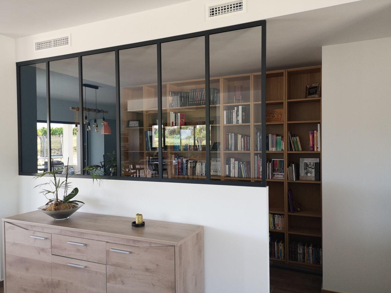 Verriere pour separer le coin salon du coin bibliotheque /bureau