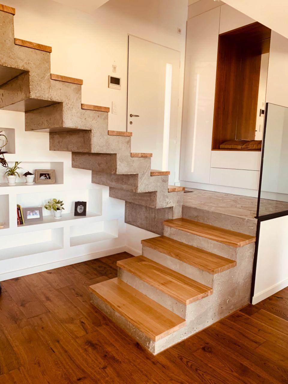 Notre escalier est terminé ! Il reste les joints entre les marches et le bois mais sur la photo cela ne dates pas de différence notable. Nous sommes très contents du résultat. Merci Thomas ?.