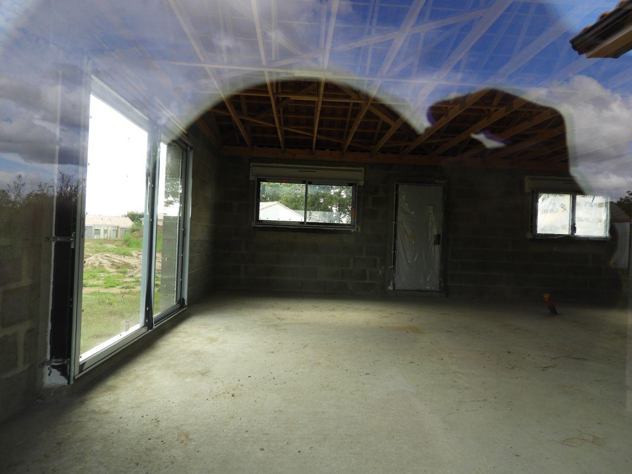 Sur la fenêtre de droite, le vantail oscillo-battant devrait être celui de gauche, or en zoomant on voit que la poignée est sur celui de droite.