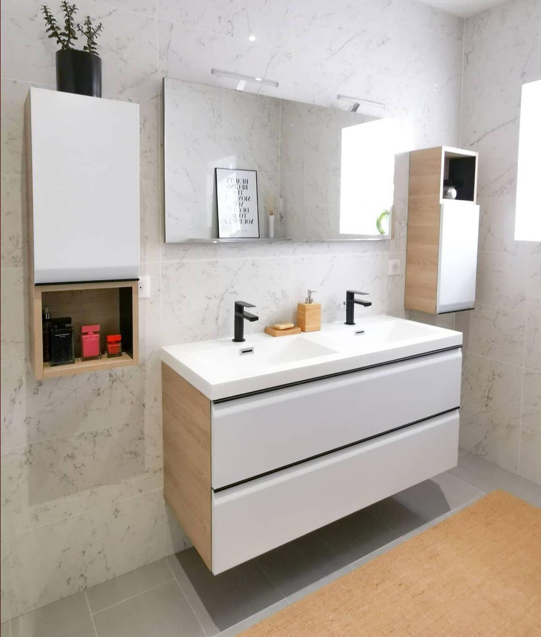 Meubles de salle de bain repeints en blanc