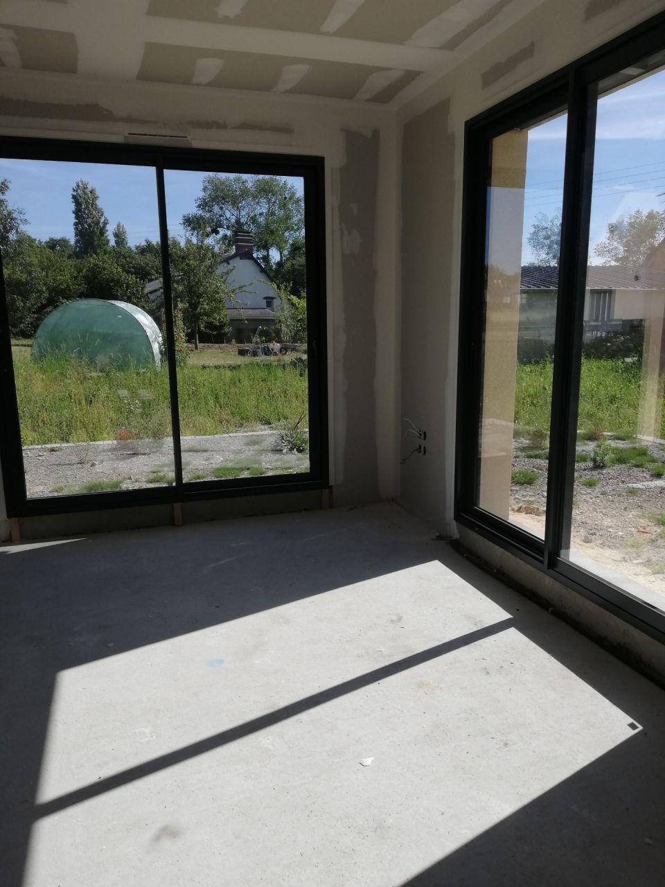 Cloisons posées, angle baies vitrées