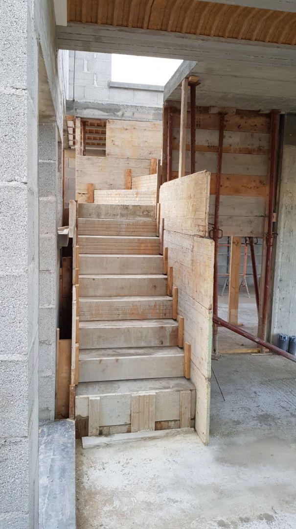 Escalier accès 1er étage