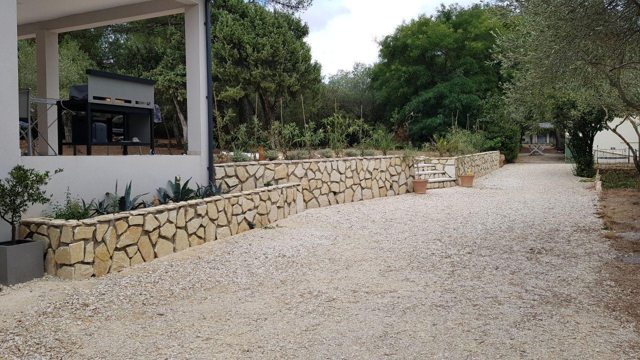 Habillage du mur en pierre du Lot
