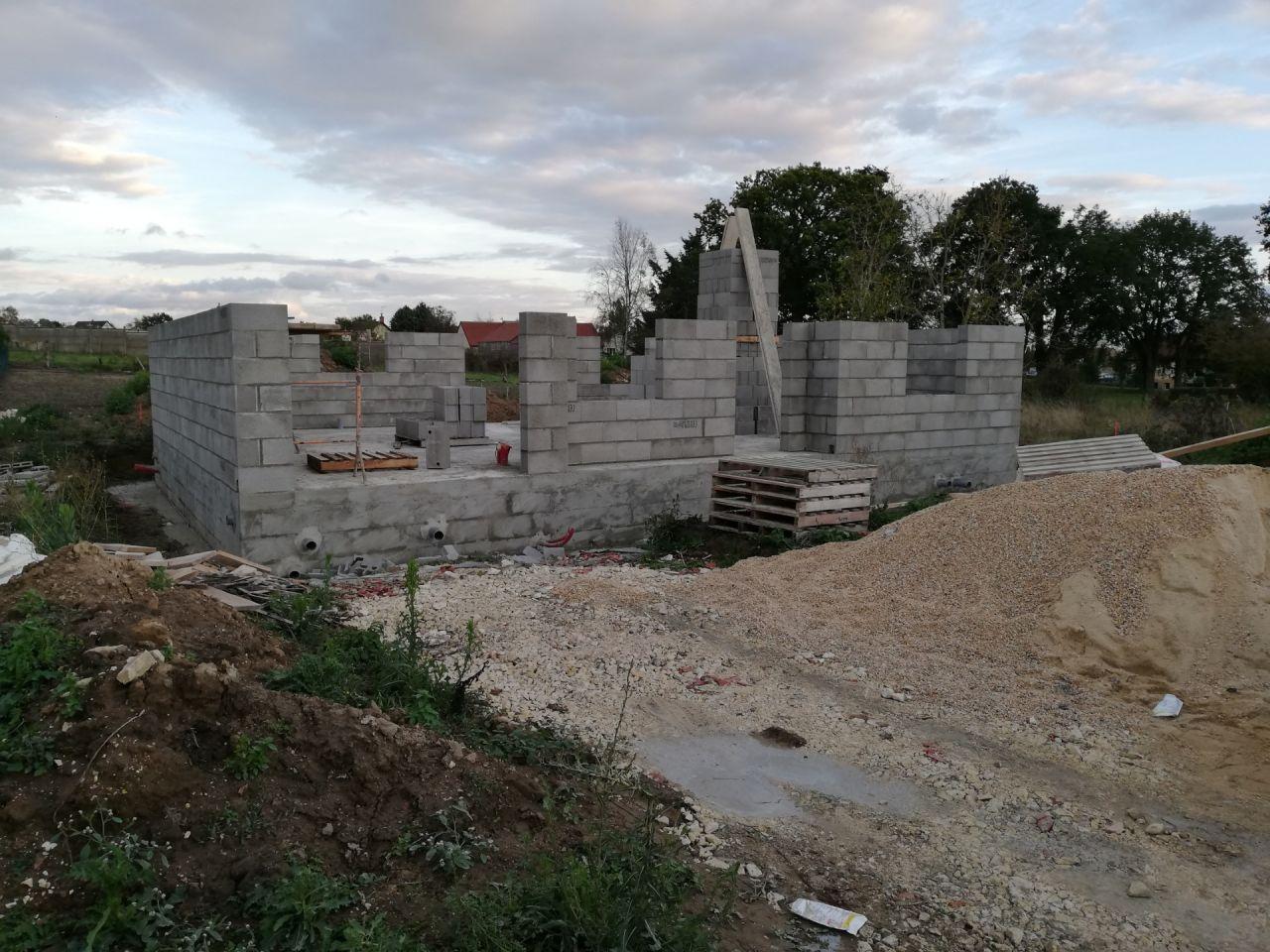 Début du montage des murs le 6 octobre 2020