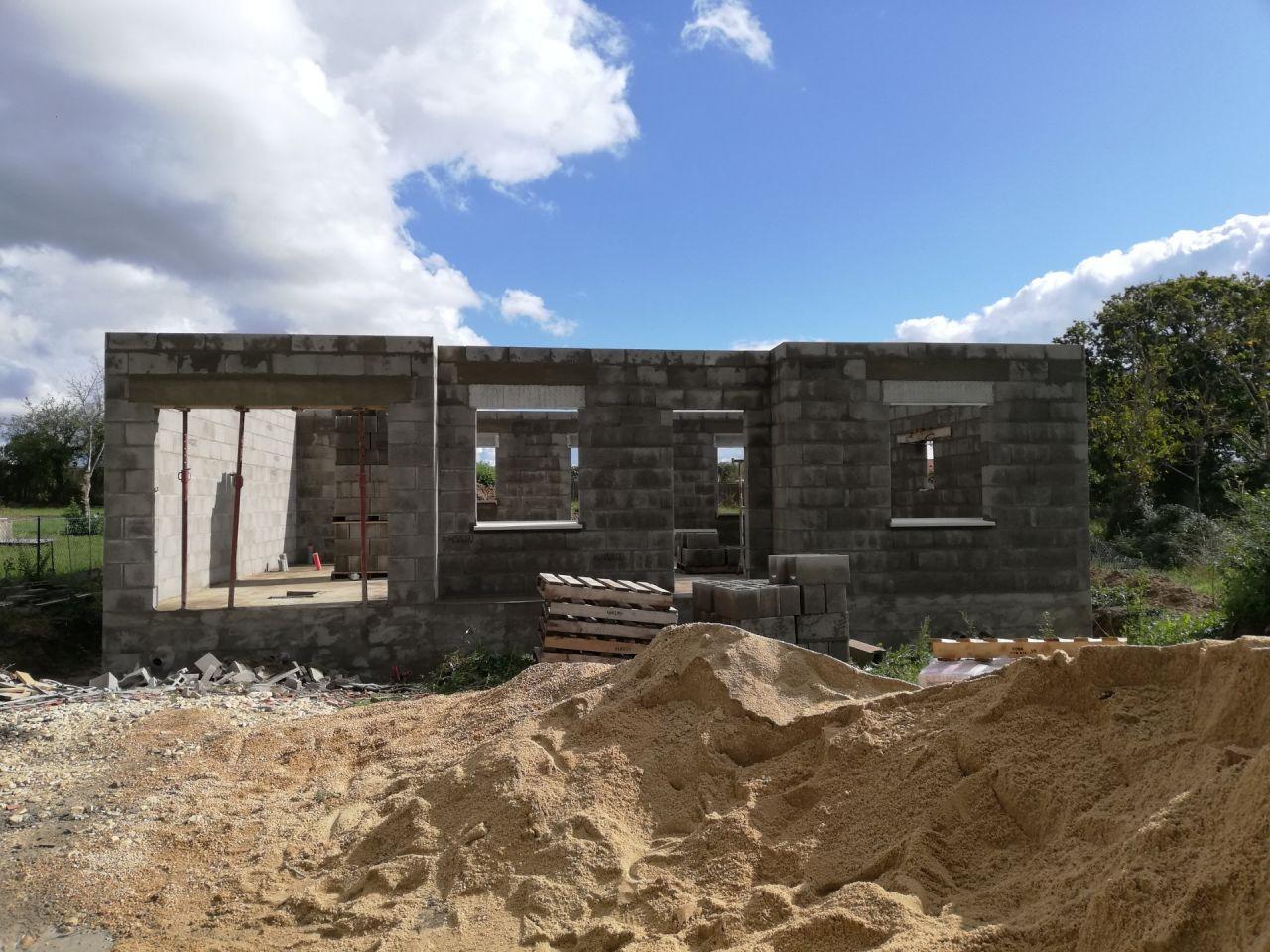 Murs periphérique et pose des appuis de fenêtres le 10 octobre 2020
