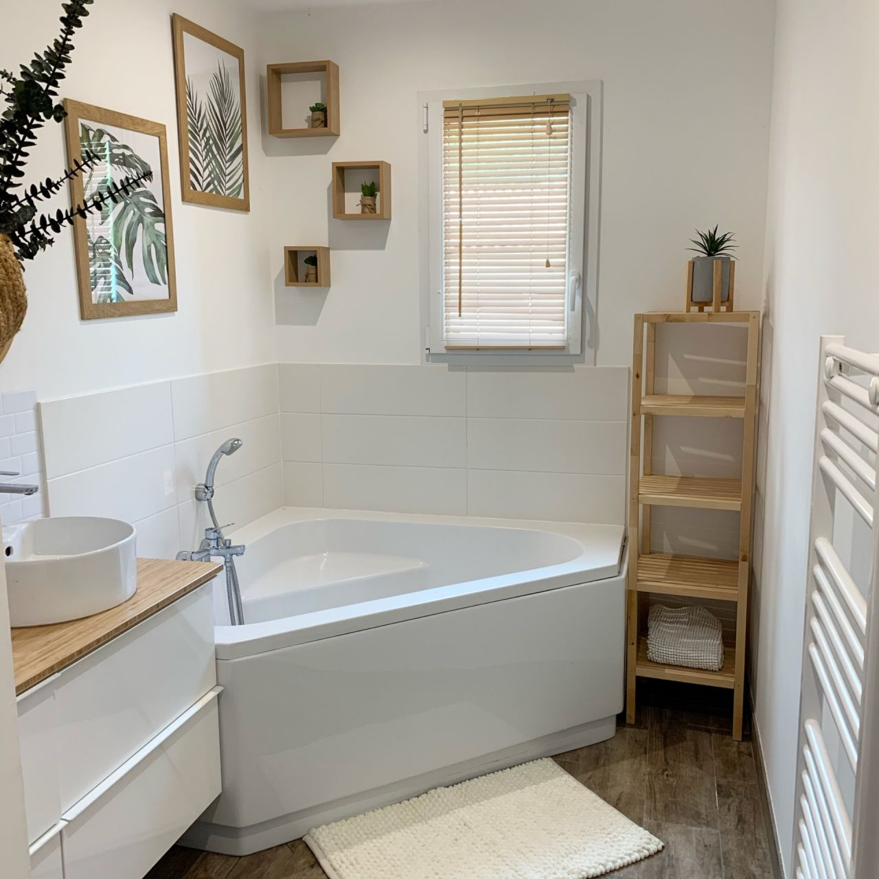 Voici une photo de ma salle de bain on a essayer de faire une ambiance zen! Plus de photo sur mon insta @homedeco85