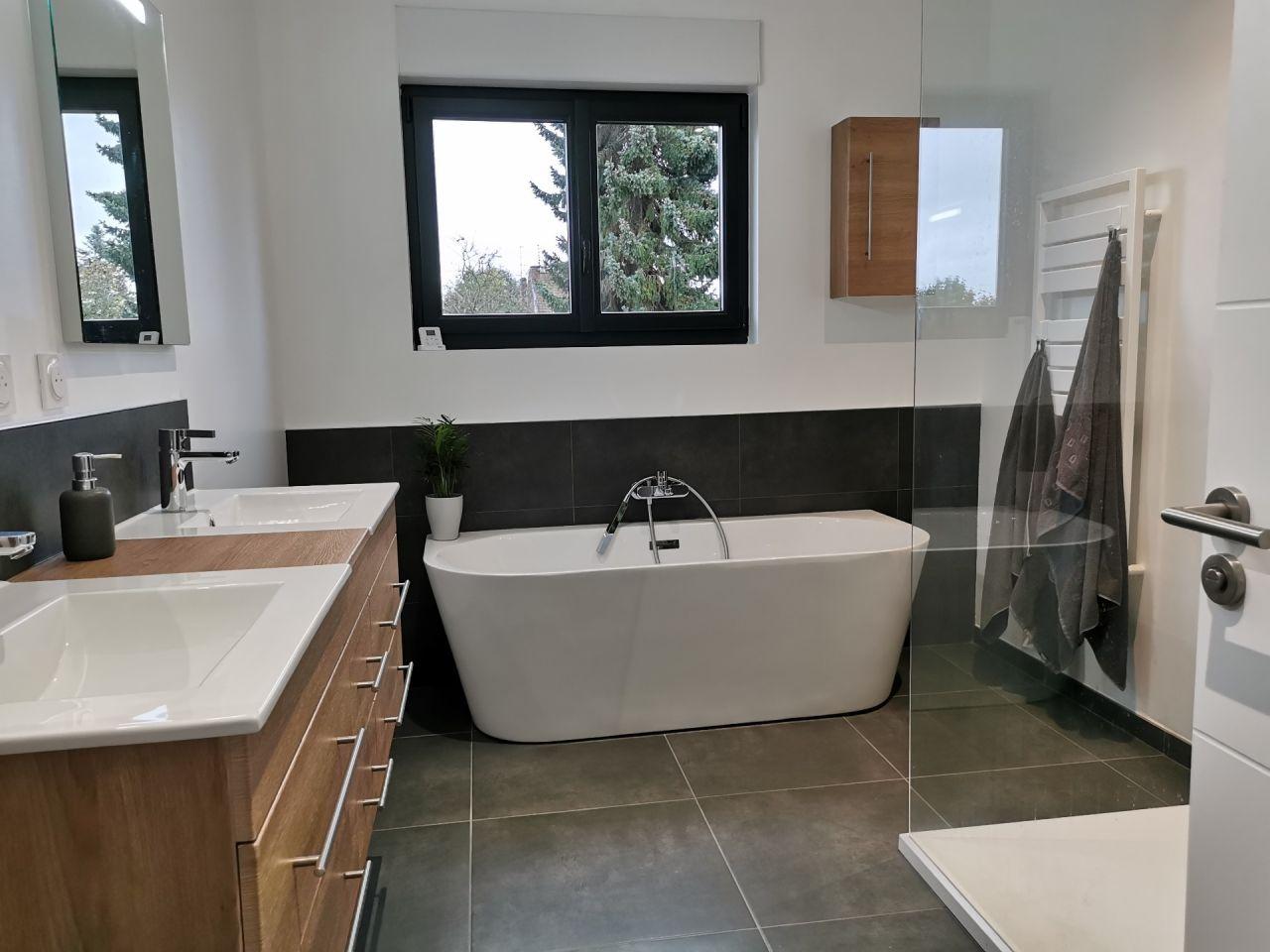 Salle de bain de l'étage terminée ?